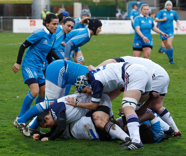 What happens in rugby union when someone gets tackled?